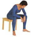 Penchez le tronc en avant et placez les coudes sur les cuisses, légèrement au-dessus des genoux