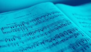 Donne cours de composition, d'arrangement & de solfège