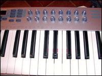 Le clavier de l'E-MU Xboard 49 : étonnamment agréable vu le prix de la bête...